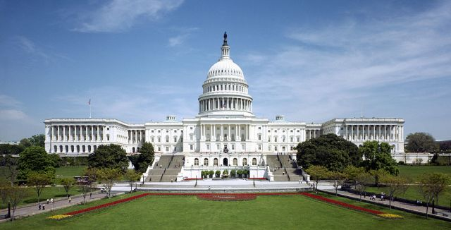 1024px-United_States_Capitol_-_west_front_tilt_correct
